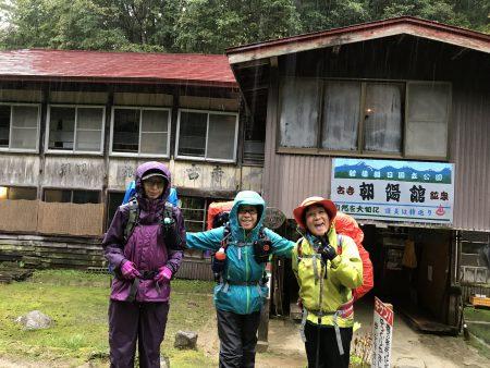 大朝日岳へと続く紅葉🍁の縦走路を歩く