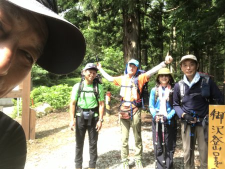雄大な稜線歩きが魅力‼︎ 初めての飯豊連峰ツアー ゆっくり4日間行って来ました。